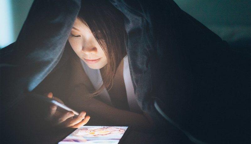 lưu ý khi sử dụng điện thoại trước khi ngủ