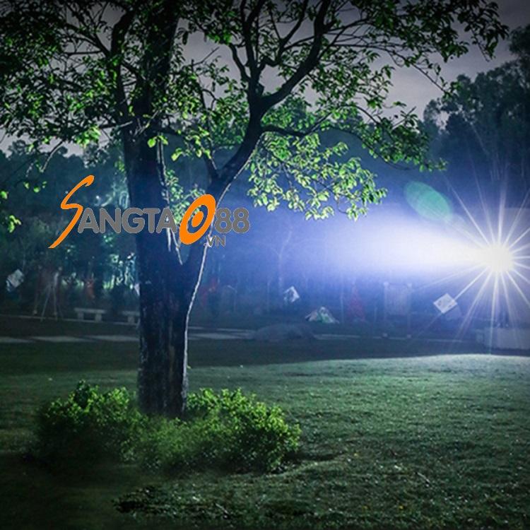 Đèn pin siêu sáng XHP70